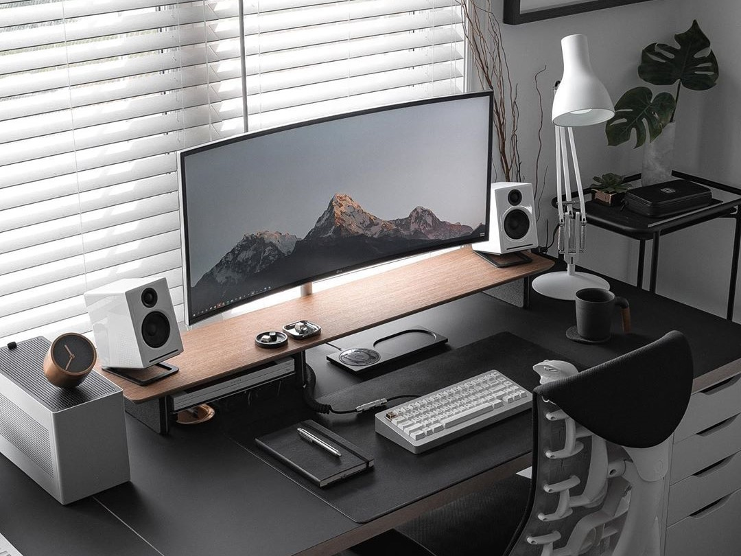 the ultimate minimal desk setup guide
